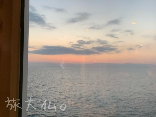 さんふらわあのレストランから見る朝陽